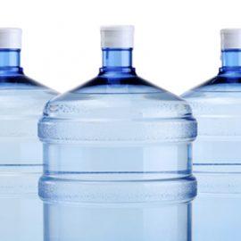 perigos da água mineral de galão