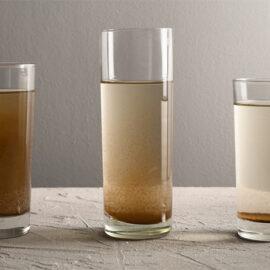 imagem de copos com água suja